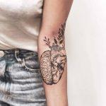 Tatuagem floral de Thiago Pinhas