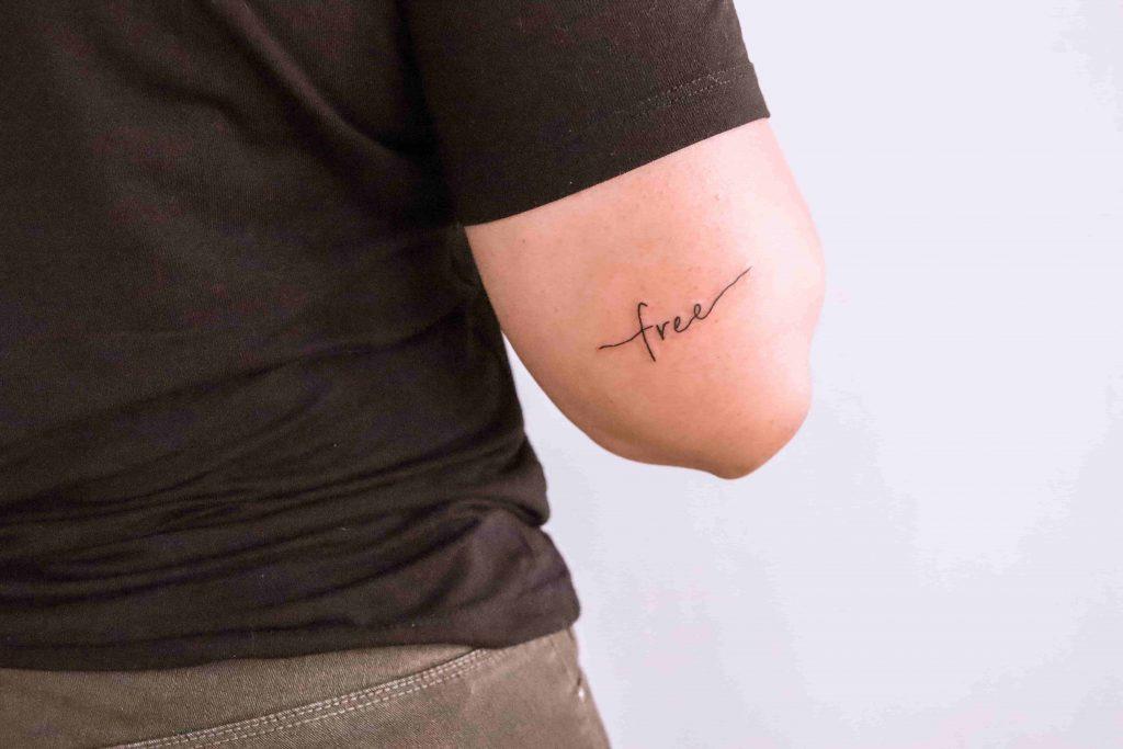 Tatuagem escrita por Katryn Kischlat